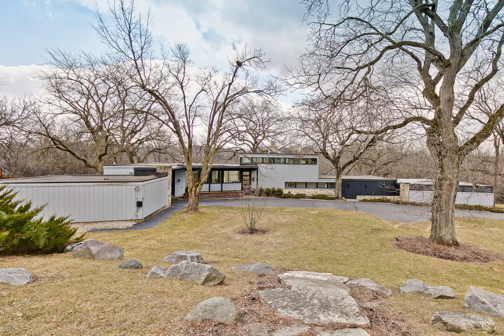 655 Plum Tree Road, Barrington Hills, Illinois 60010