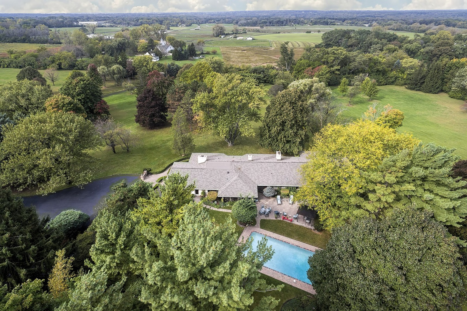 126 Brinker Road, Barrington Hills, Illinois 60010