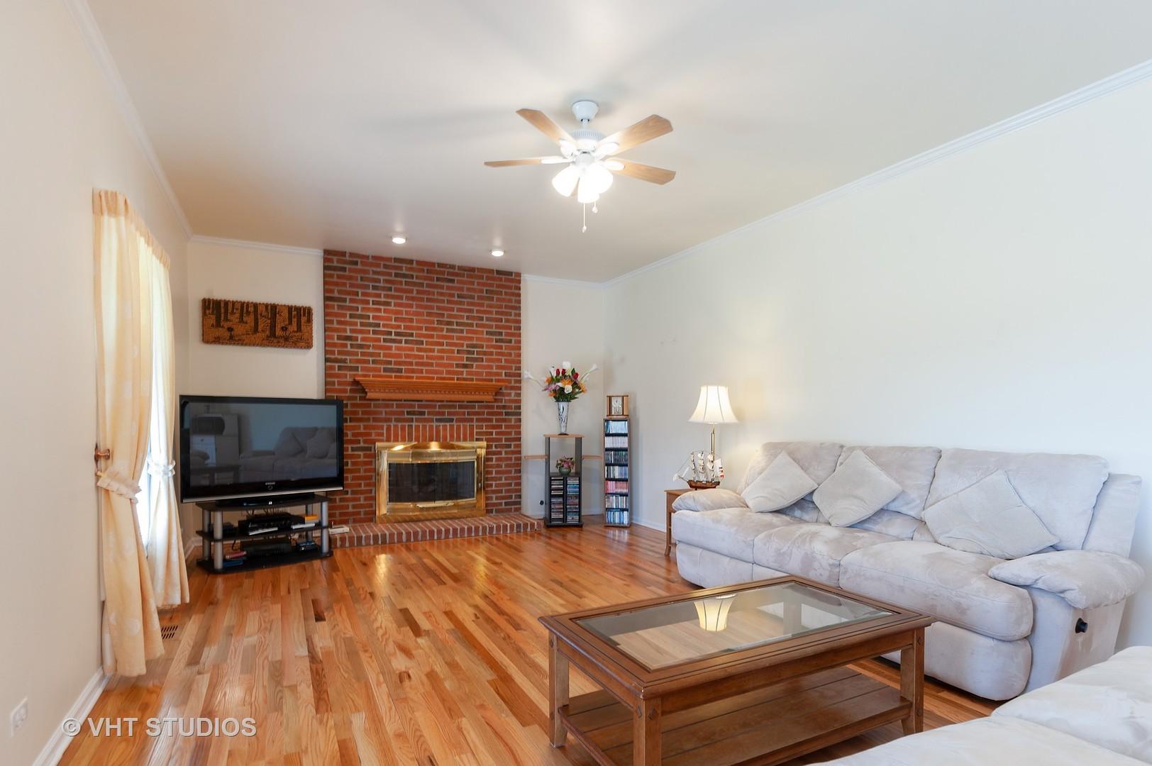 704 Fieldale, Grayslake, Illinois, 60030