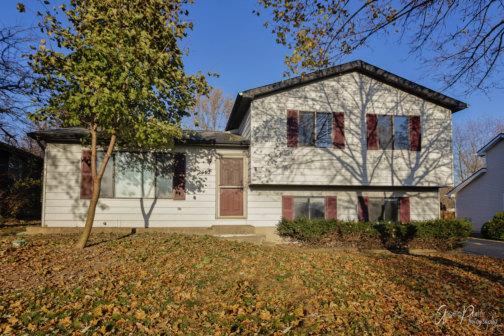 2112 Old Elm Road, Lindenhurst, Illinois 60046