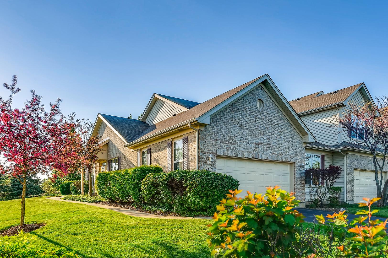 945  Oak Ridge,  ELGIN, Illinois