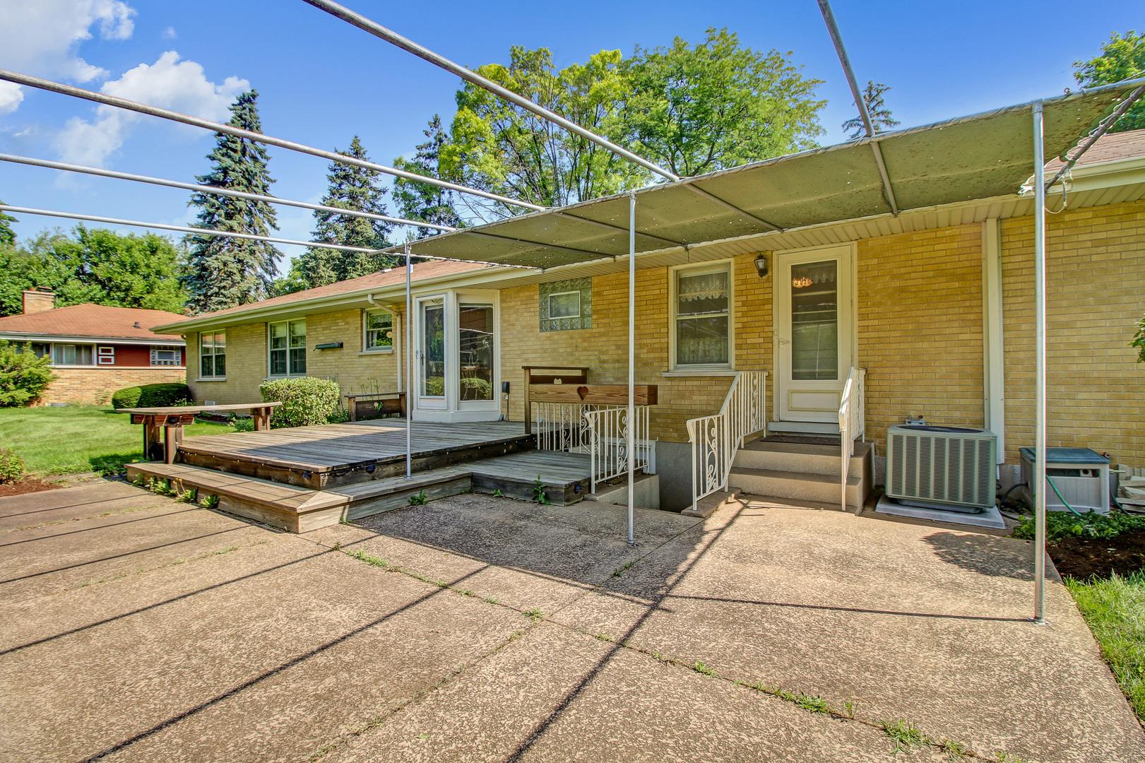 345 MENSCHING, Roselle, Illinois, 60172