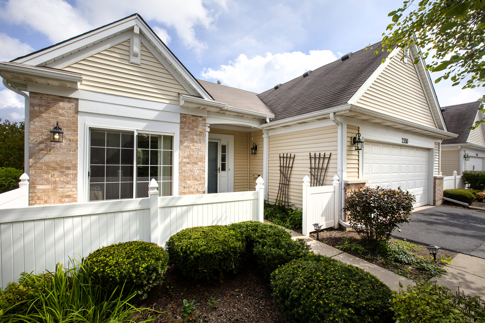 2350 Ashbrook Lane, Grayslake, Illinois 60030