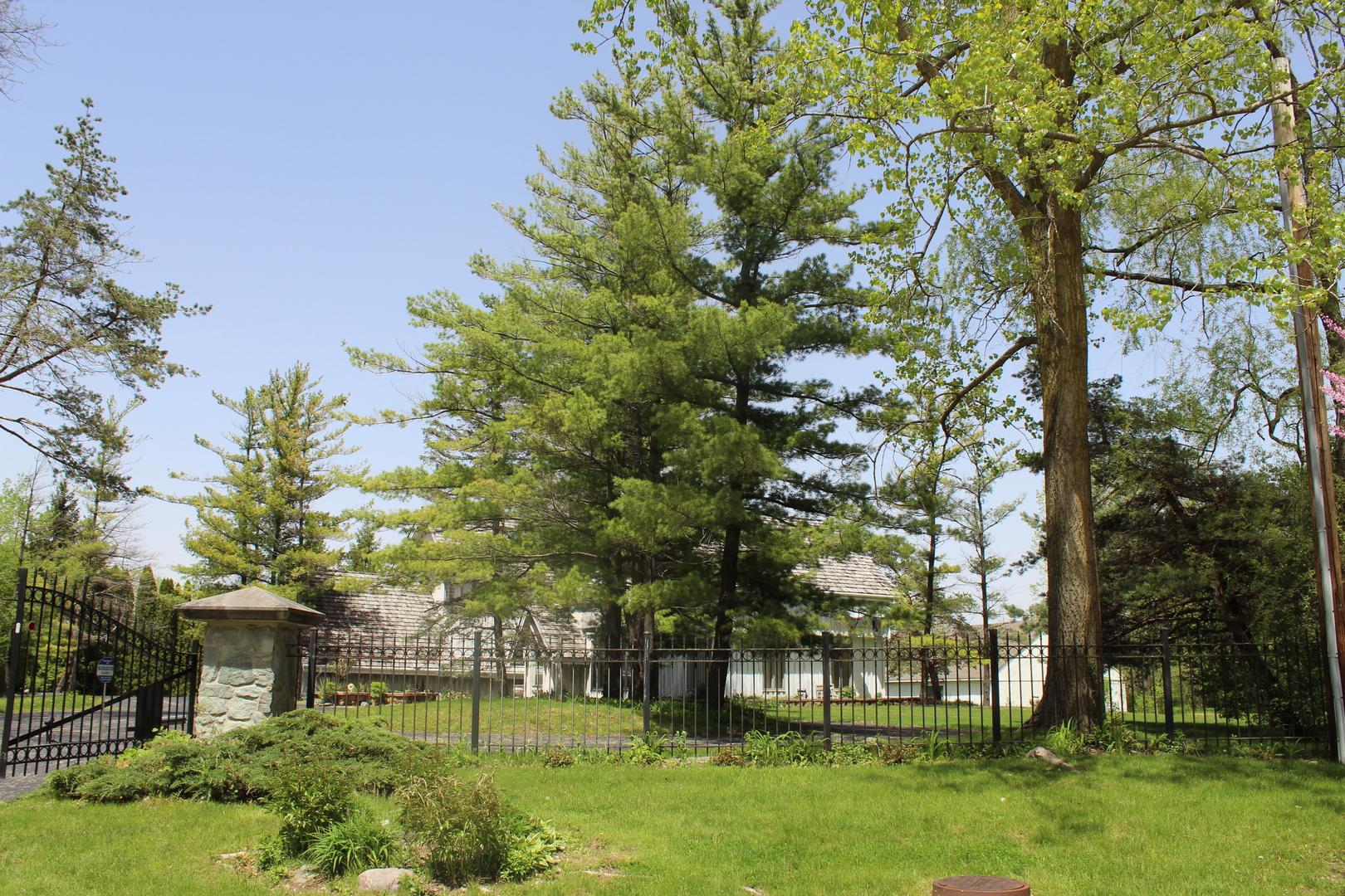 160 West Everett, Lake Forest, Illinois, 60045
