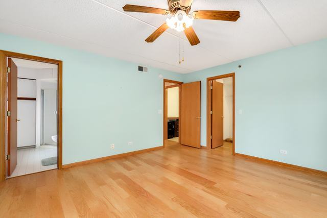 7450 North Waukegan 207, NILES, Illinois, 60714