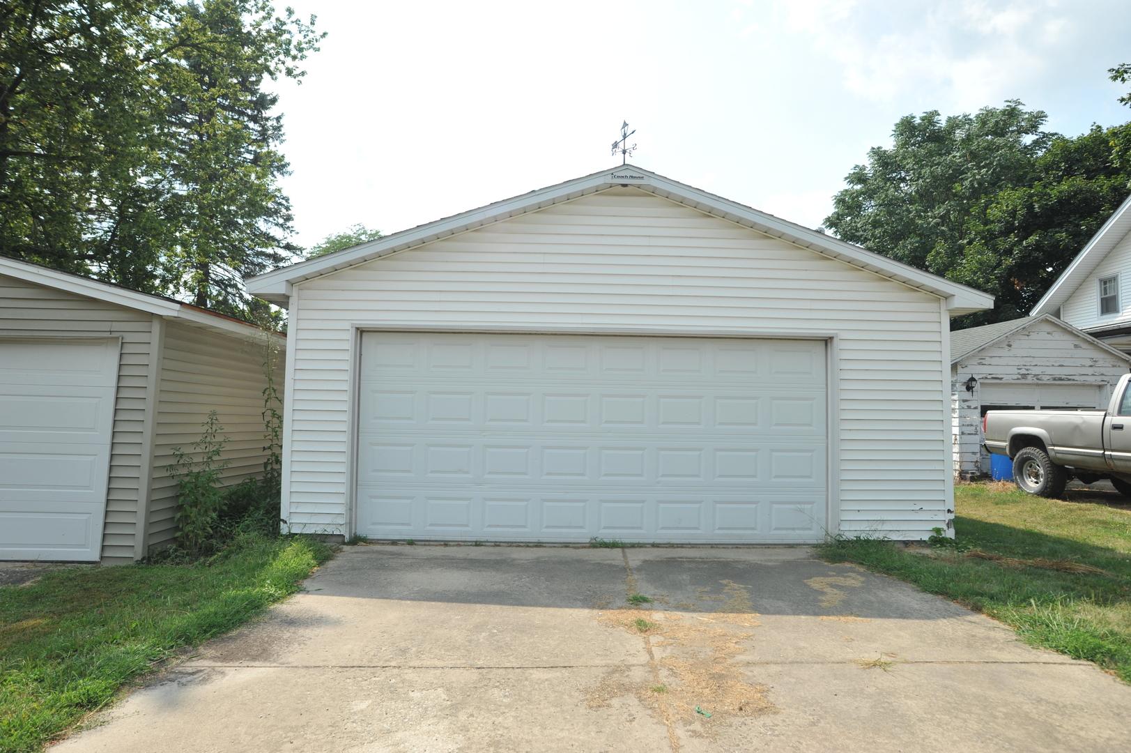 225 South Main, Leland, Illinois, 60531