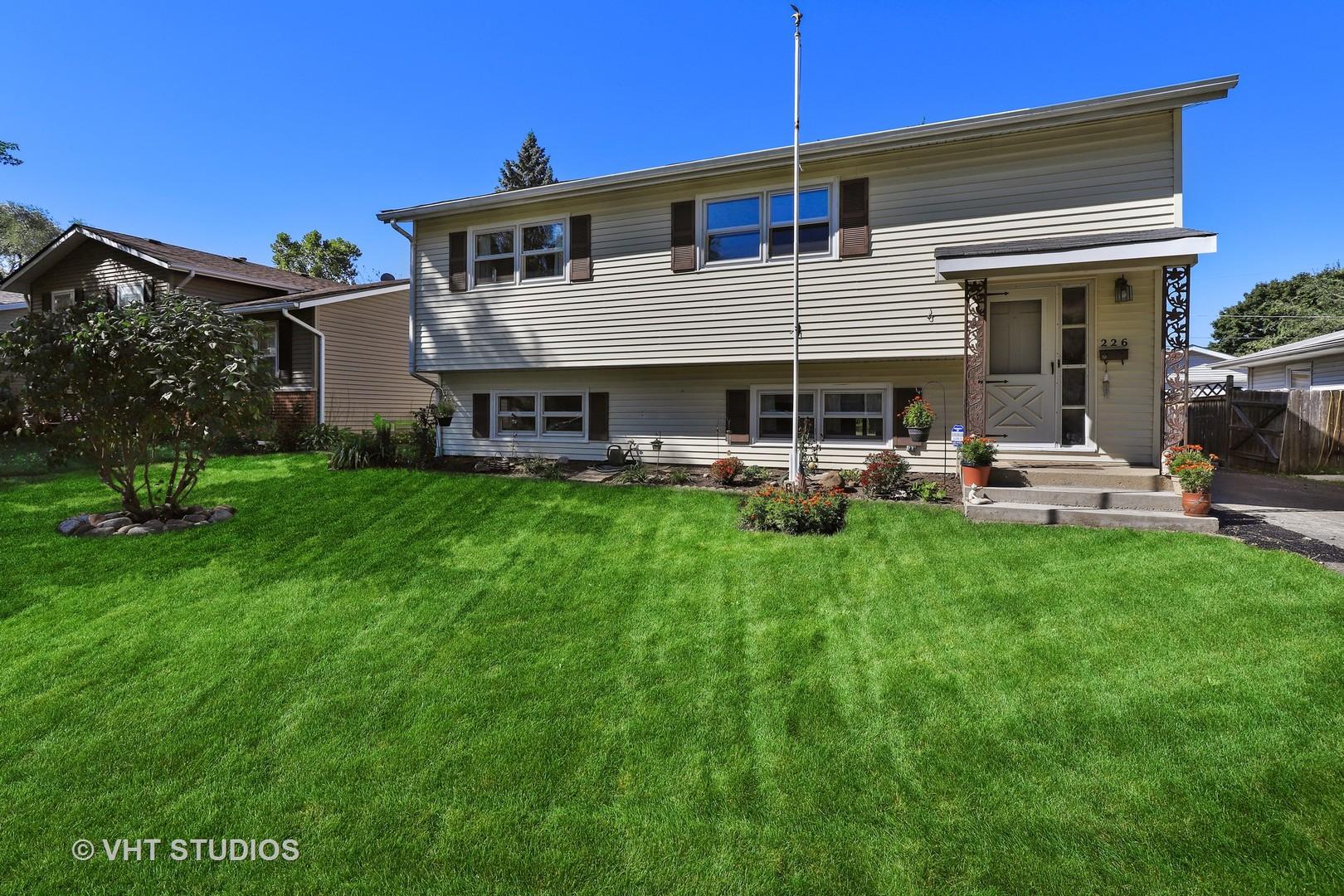 226 North Ridgemoor Avenue, Mundelein, Illinois 60060