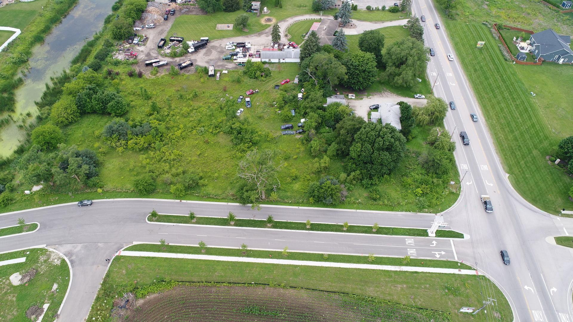 38W445 US HIGHWAY 20 Highway, Elgin, IL 60124