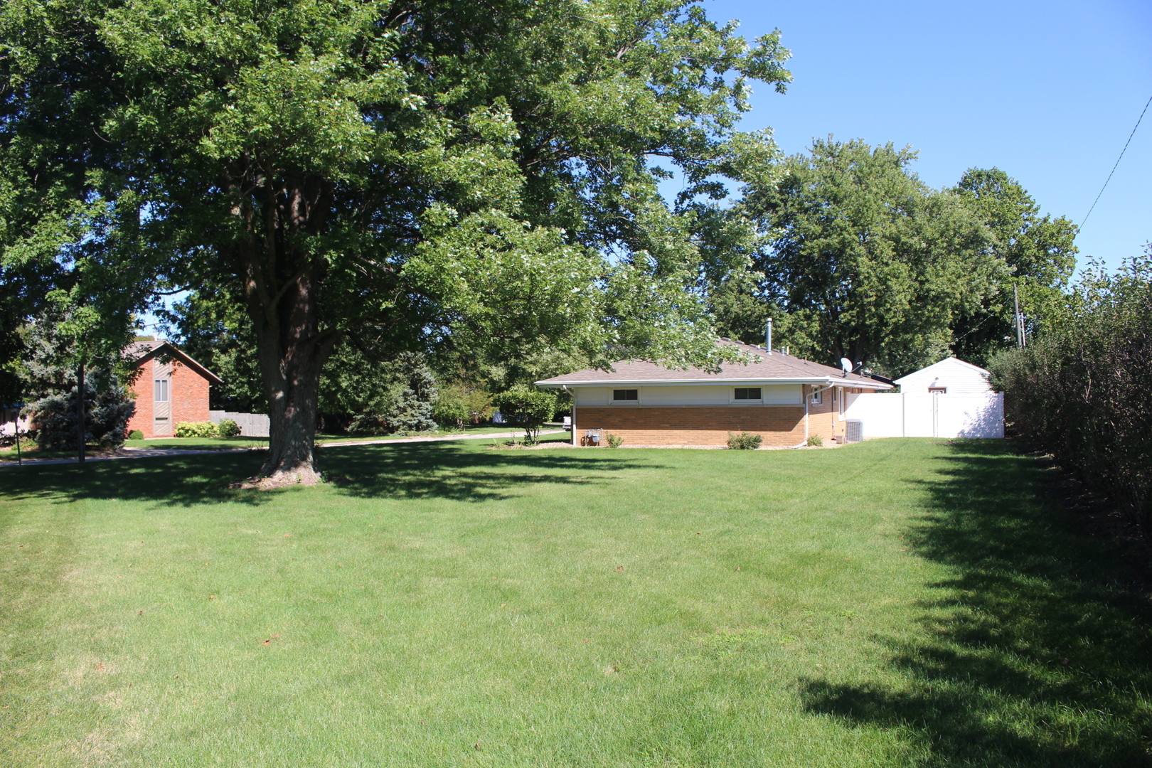 2 West Concord, Lexington, Illinois, 61753