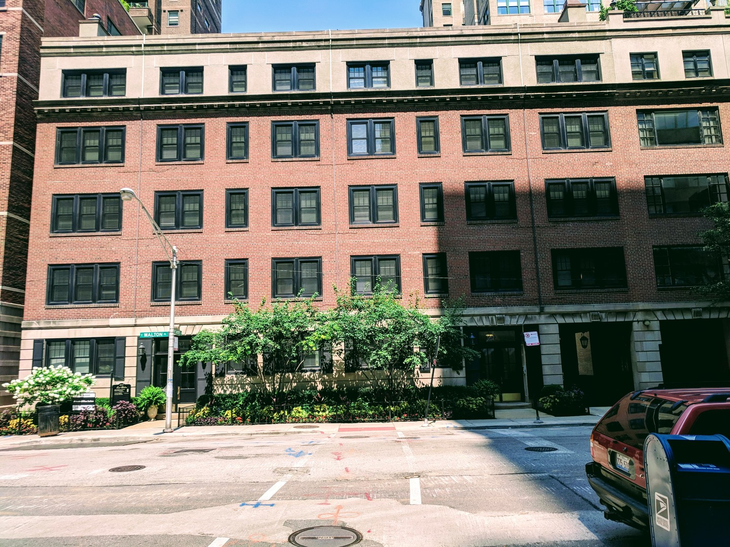 Outstanding Chicago Apartments Near North Side 3 Bedroom Apartment For Rent Home Interior And Landscaping Eliaenasavecom