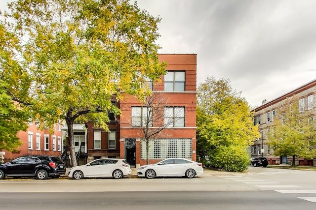 4 Condo in West Town