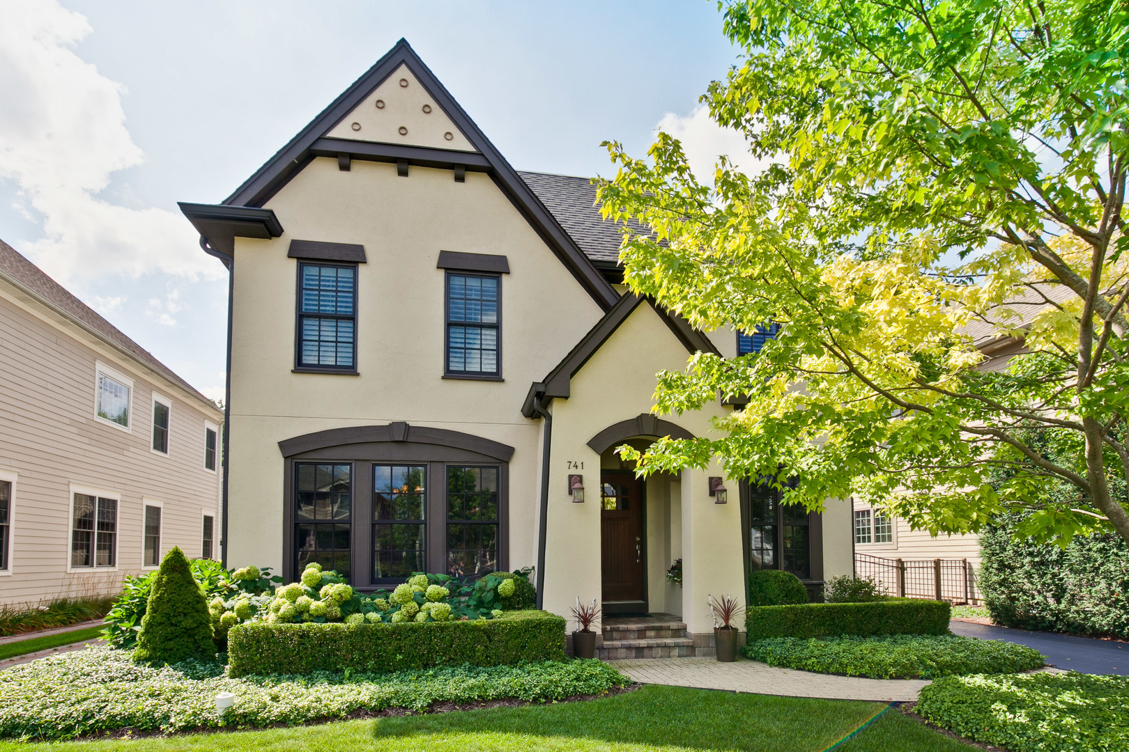 741 East Sunnyside Avenue, Libertyville, Illinois 60048