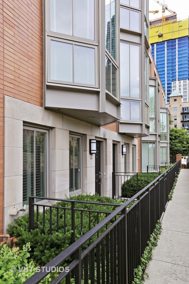 456 E North Water Street D, Chicago, IL 60611