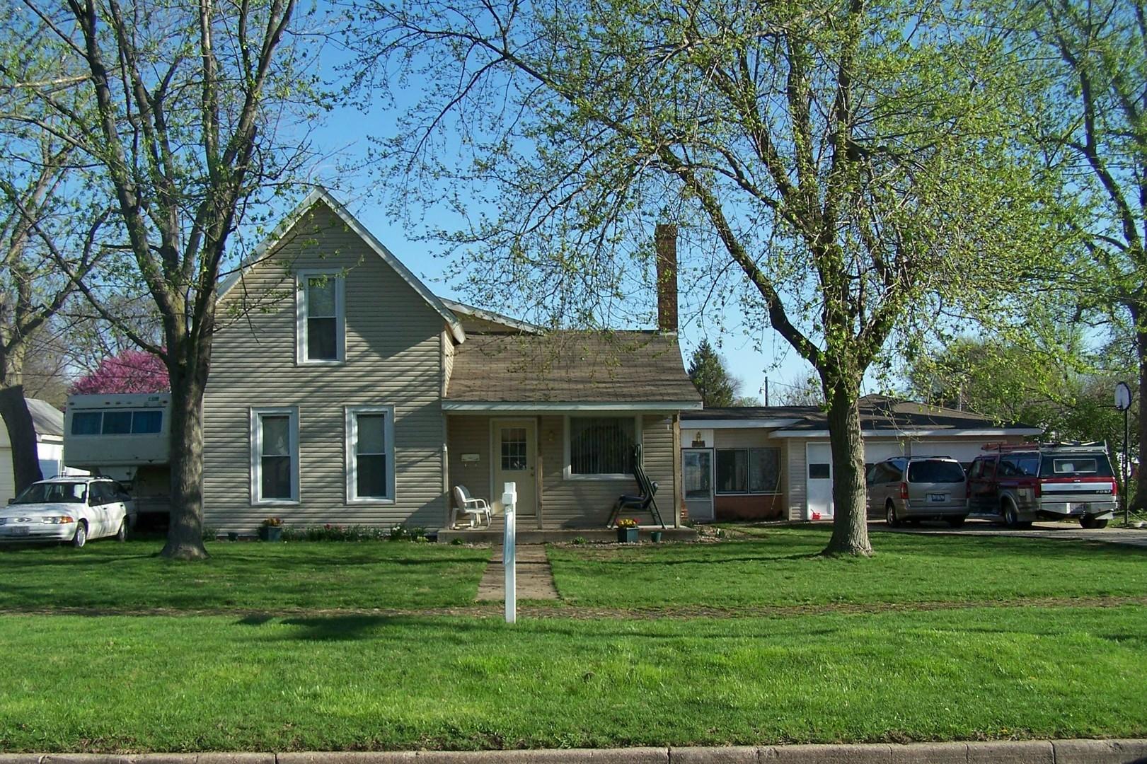 415 East Jefferson Street Arcola Illinois 61910 Blue Fence