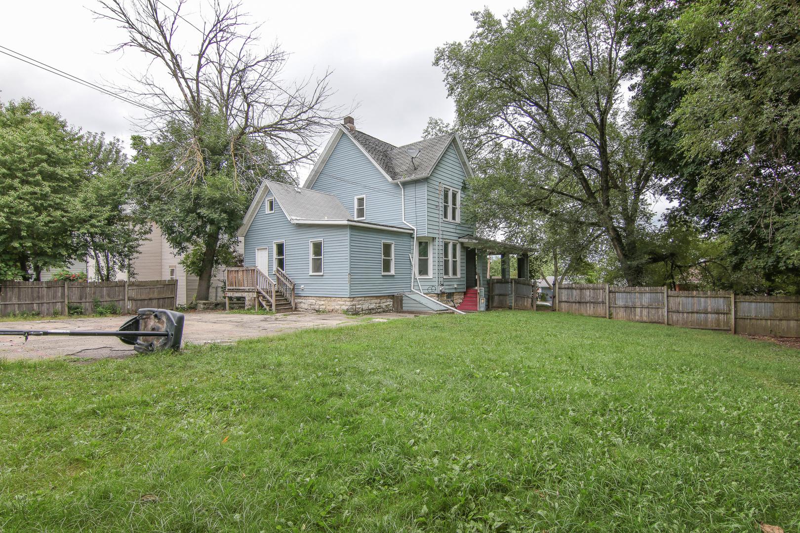 201 COMSTOCK, Joliet, Illinois, 60436