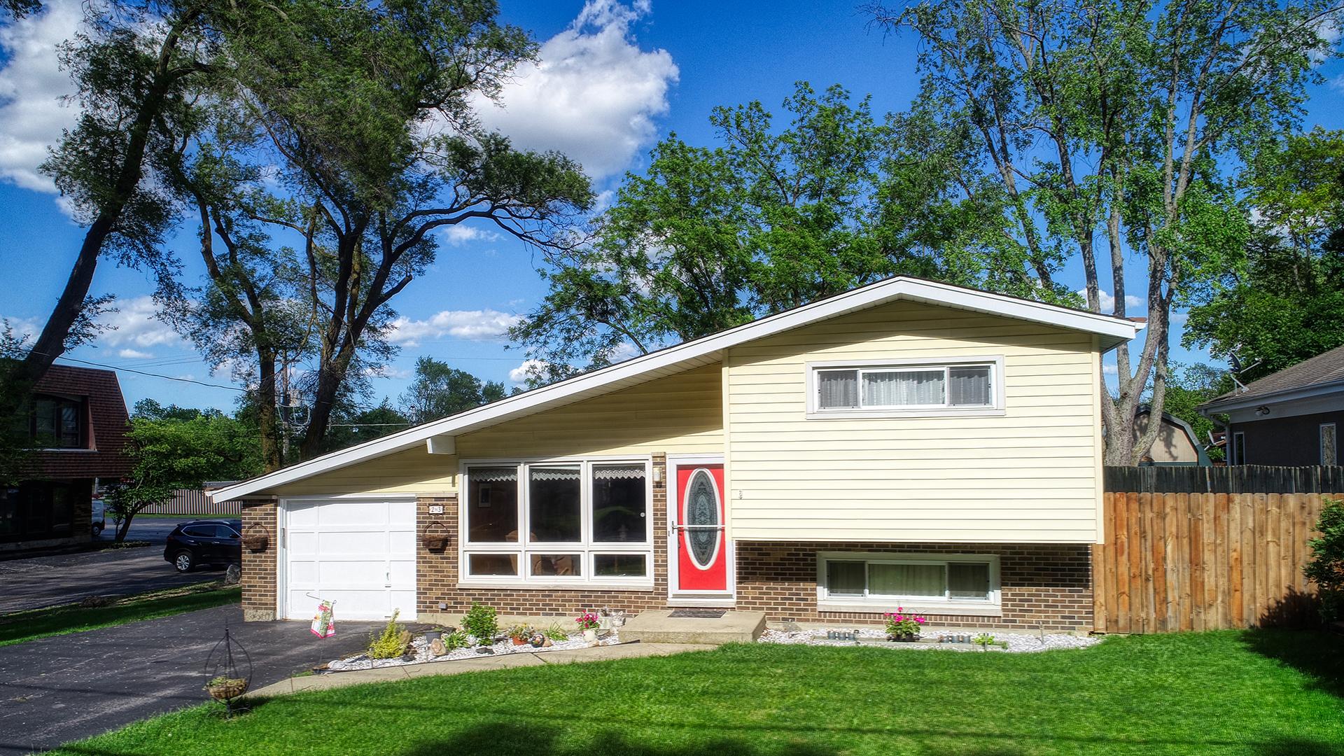 23 Oak Knoll Drive, Lake Villa, Illinois 60046