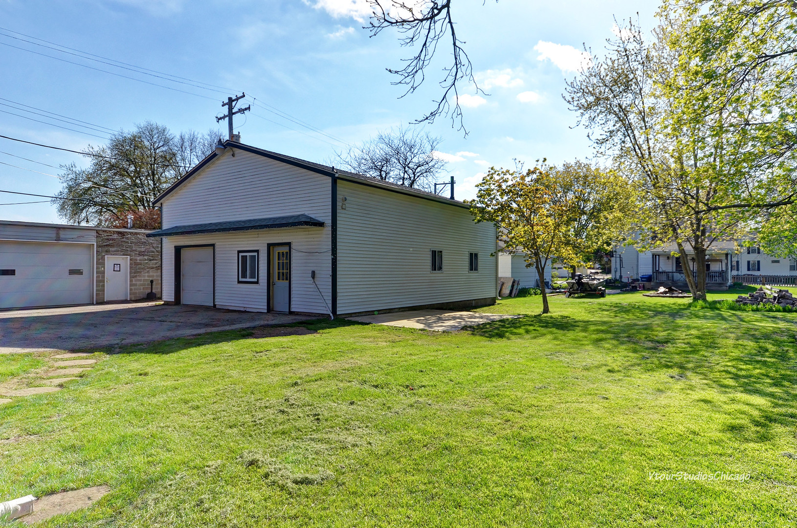 149 North May, HINCKLEY, Illinois, 60520