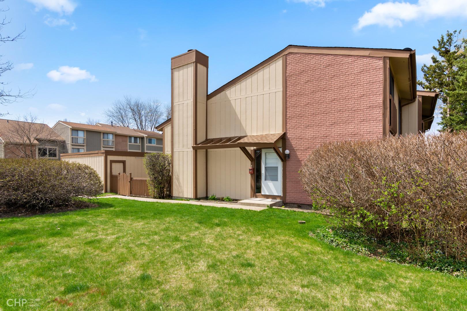 814 Shawnee, Roselle, Illinois, 60172