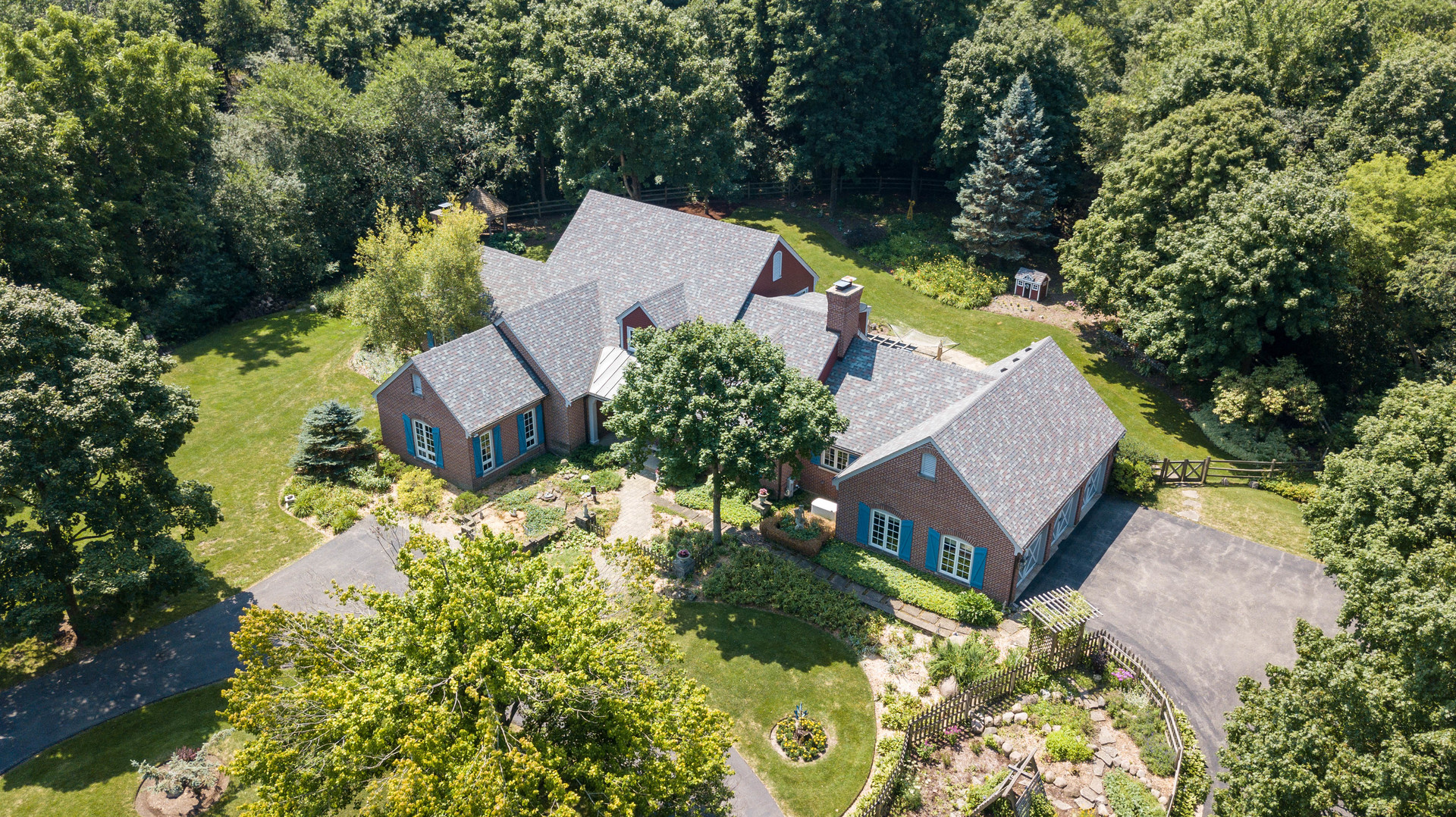 247 Oak Knoll Road, Barrington Hills, Illinois 60010