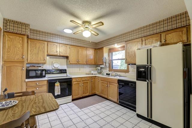 1516 Country Lake, Champaign, Illinois, 61821