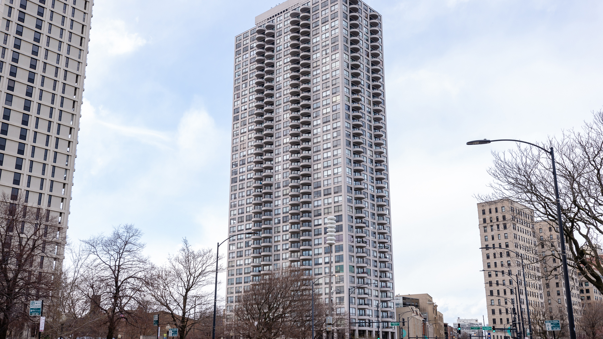 2020 N Lincoln Park West Exterior Photo