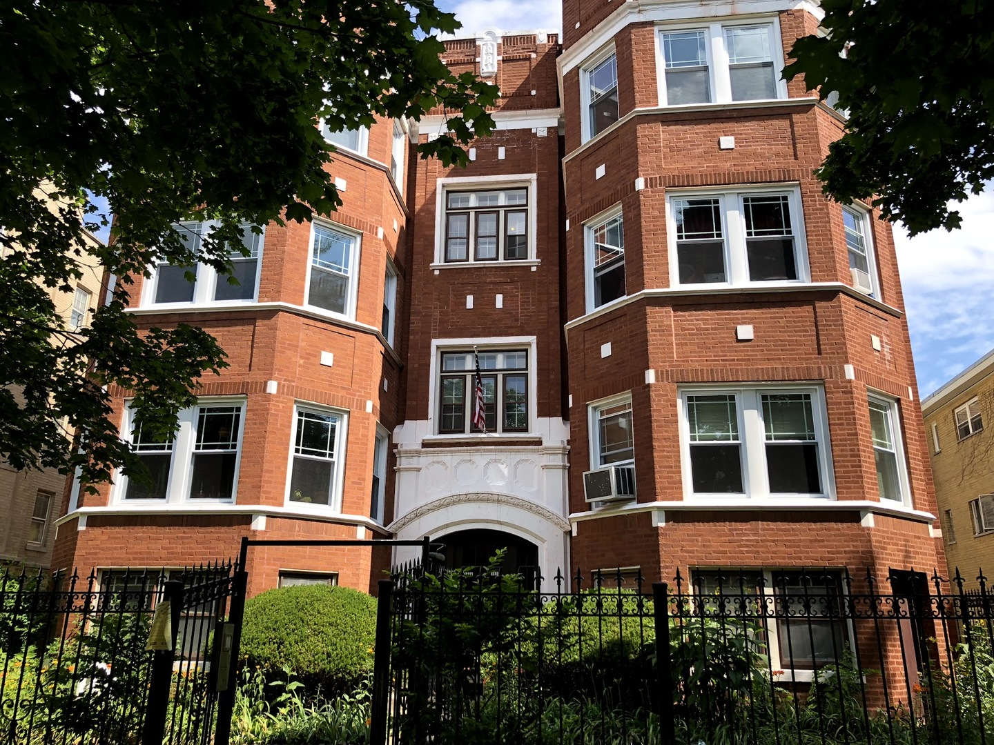 3 Apartment in Rogers Park