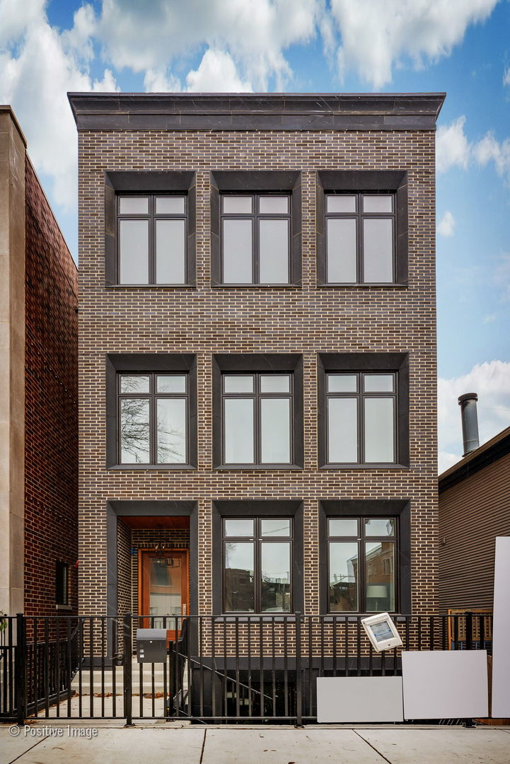 Photo of home for sale at 1860 North Maud Avenue, Chicago-Lincoln Park IL