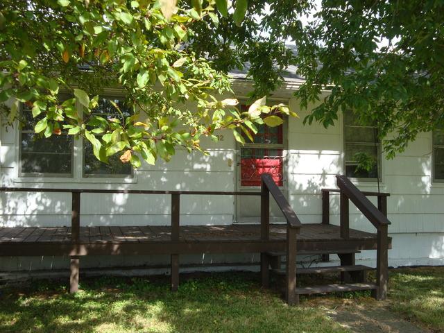 202 S Walnut Street, Roberts, IL 60962
