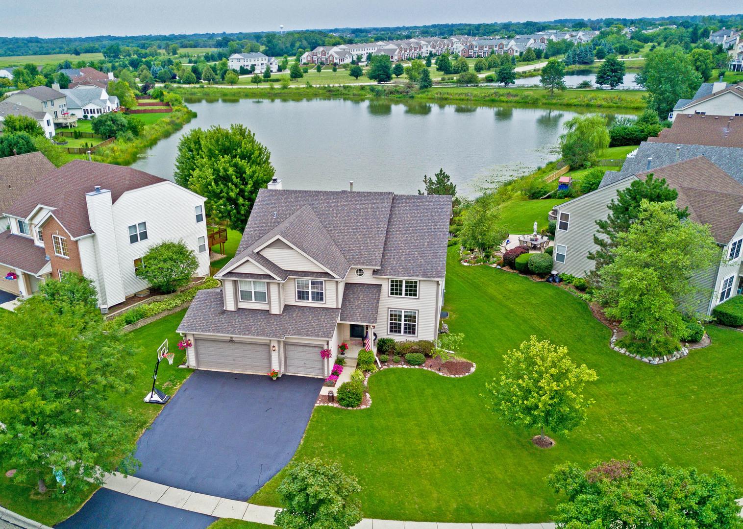 2965 Farmington Drive, Lindenhurst, Illinois 60046