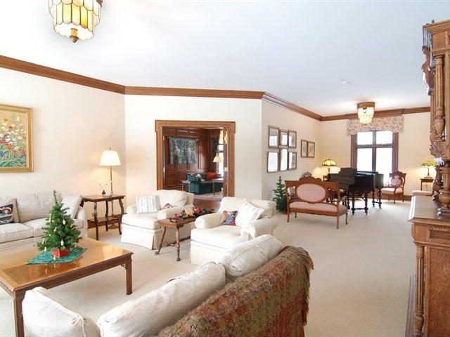 5N719 Castle, St. Charles, Illinois, 60175