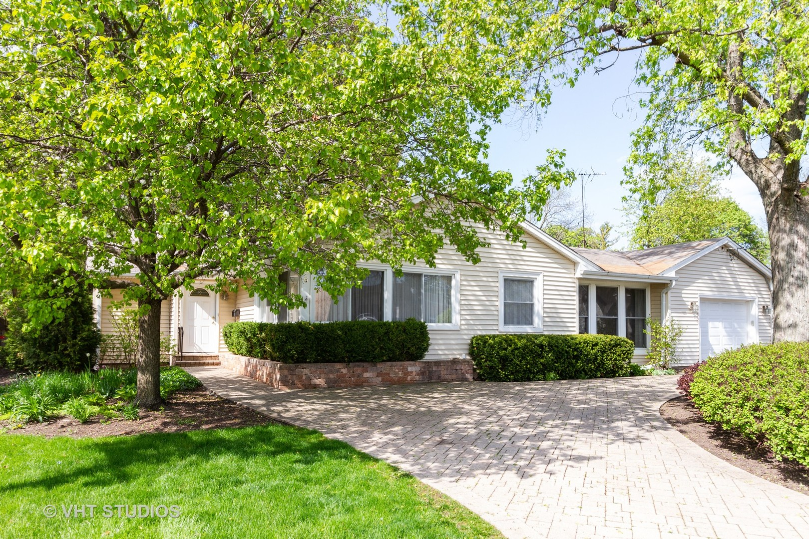 306 West Lincoln Avenue, Libertyville, Illinois 60048