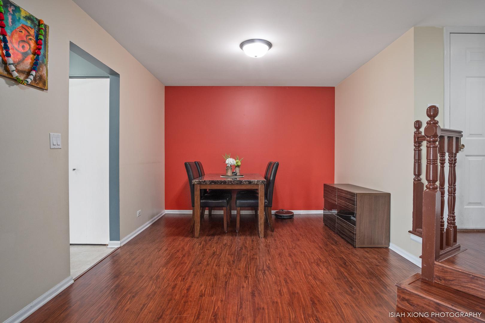7230 South Adams B, WILLOWBROOK, Illinois, 60527