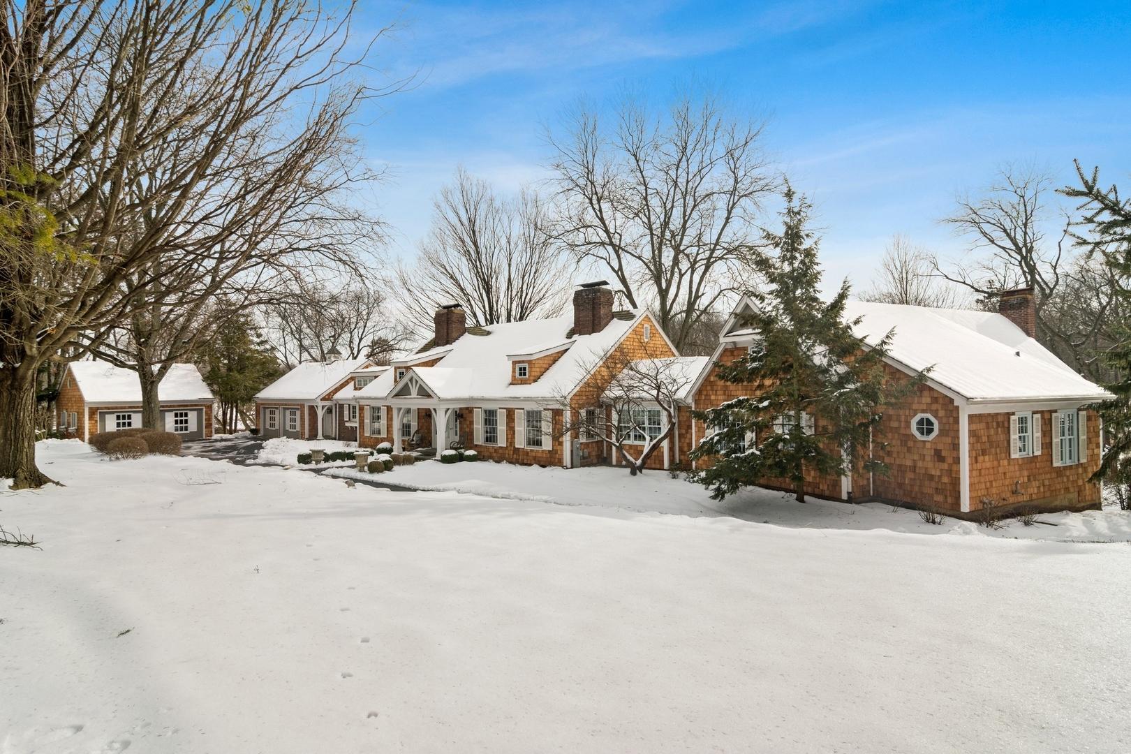 366 South Bateman Circle, Barrington Hills, Illinois 60010
