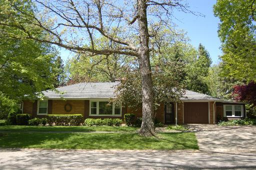 754 Oak Avenue, Lake Bluff, Illinois 60044