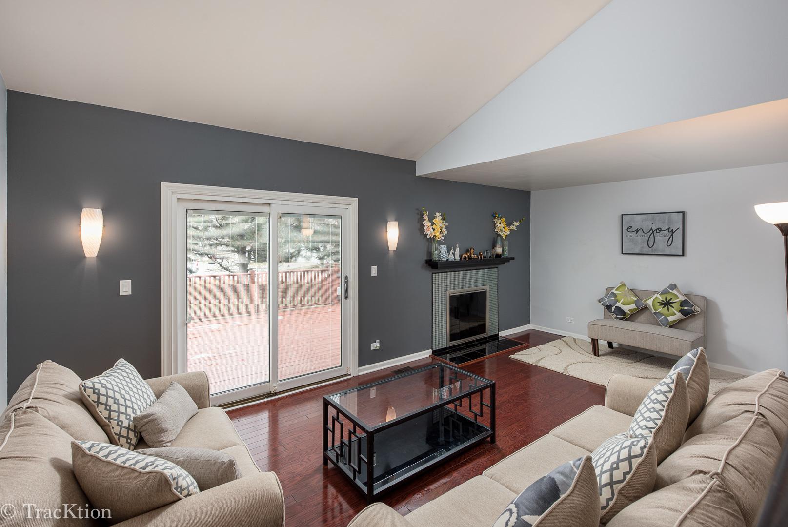 665 Darien, Hoffman Estates, Illinois, 60169