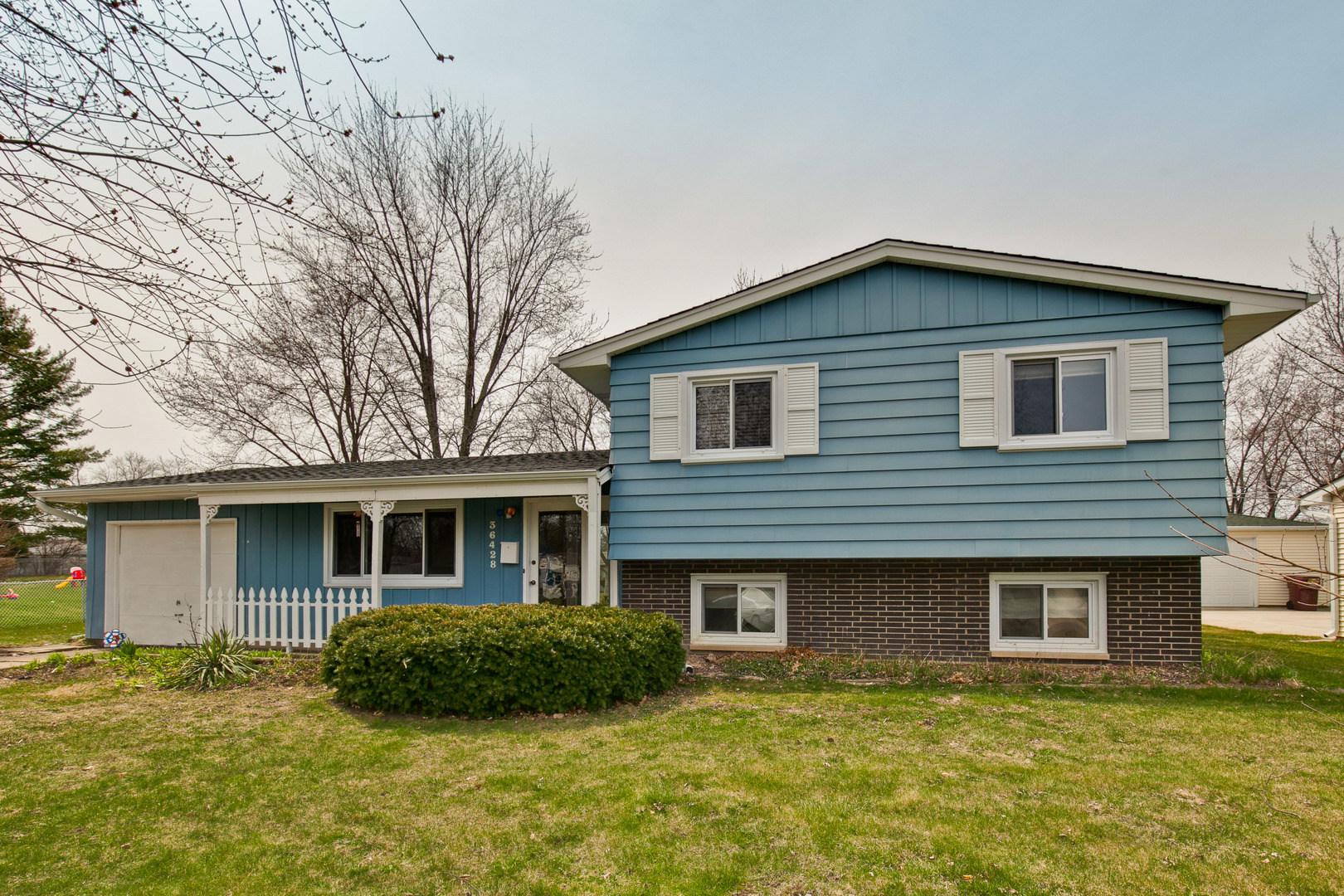 36428 North Douglas Terrace, Gurnee, Illinois 60031