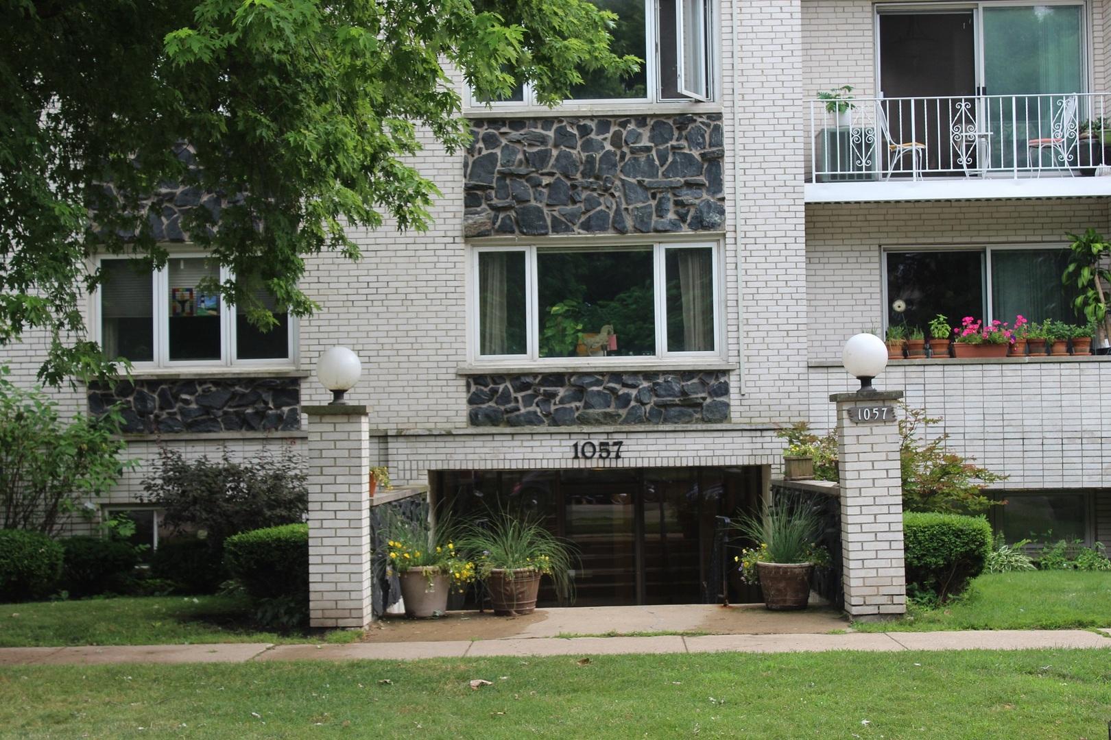 1057 W Pratt Exterior Photo