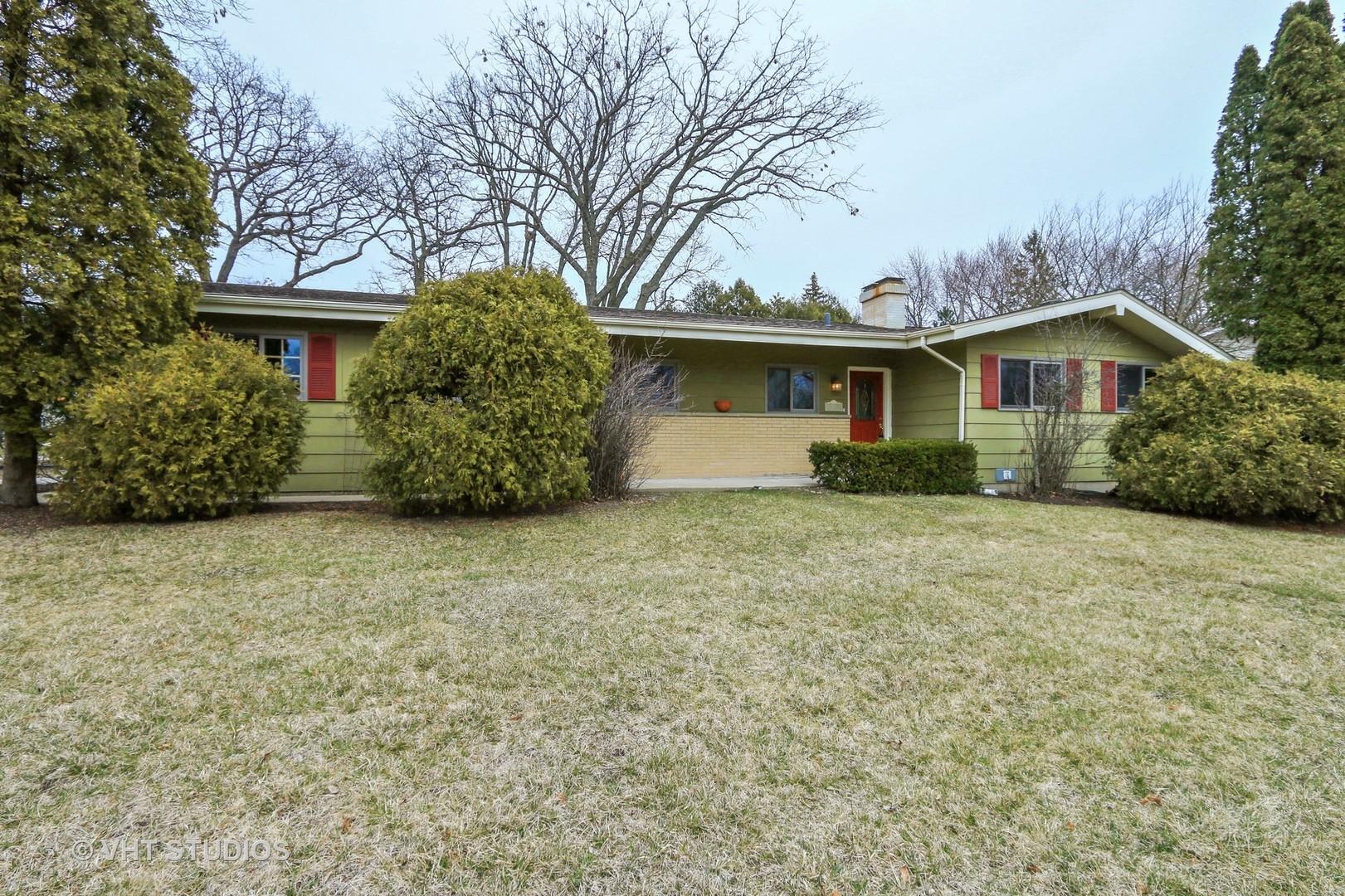 63 Rose Tree Lane, Lindenhurst, Illinois 60046