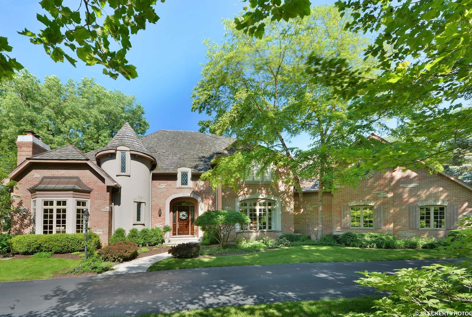 330 Belle Foret Drive, Lake Bluff, Illinois 60044