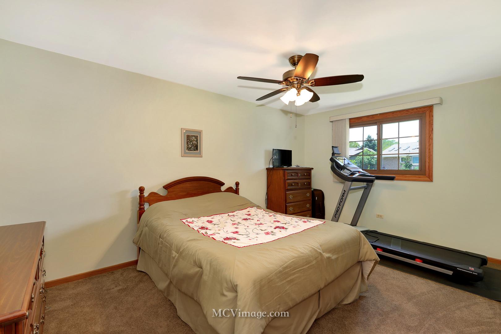83 West Logan, LEMONT, Illinois, 60439