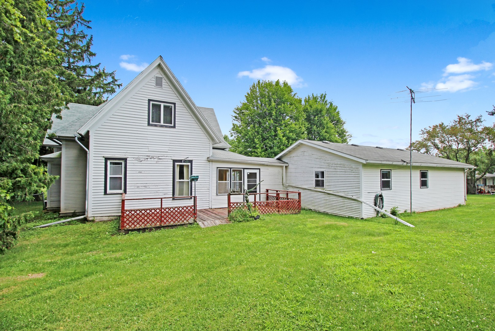 213 Courtland, Warren, Illinois, 61087