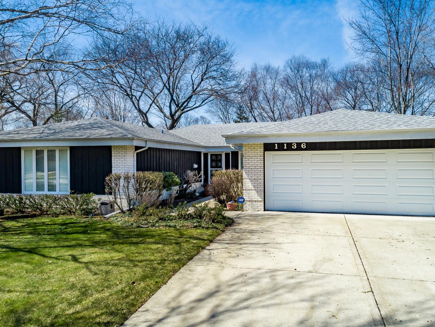 1136 South Salem Lane, Arlington Heights, Illinois 60005