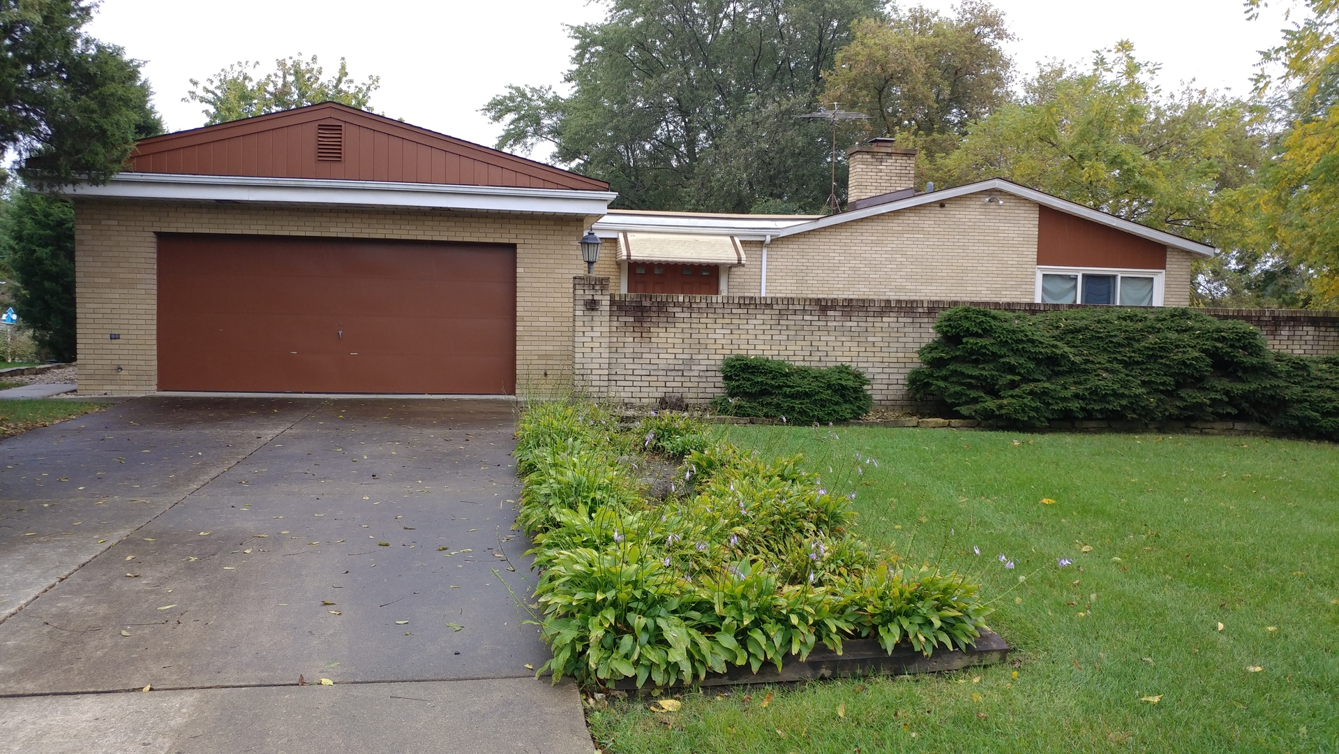 11 Maple Avenue, Lake Zurich, Illinois 60047