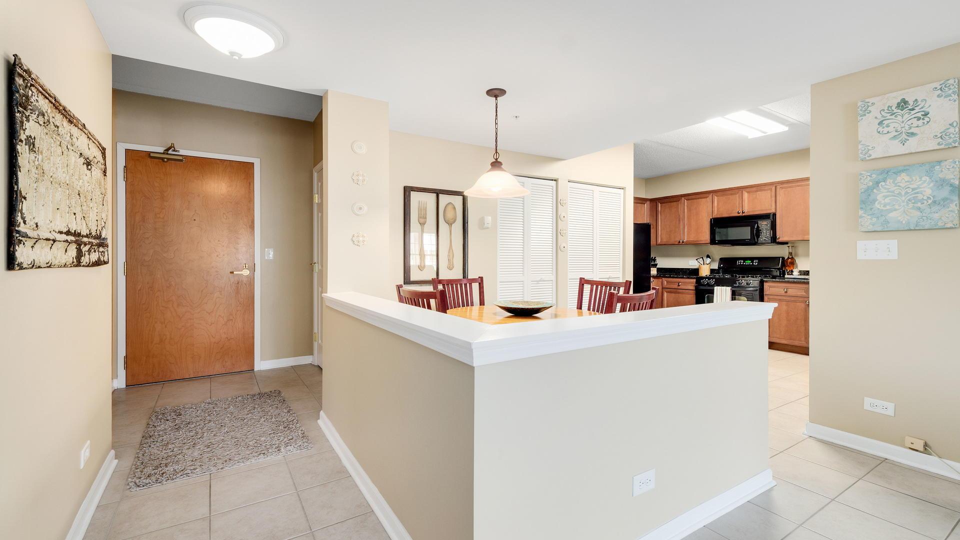 400 McDaniels 304, CLARENDON HILLS, Illinois, 60514