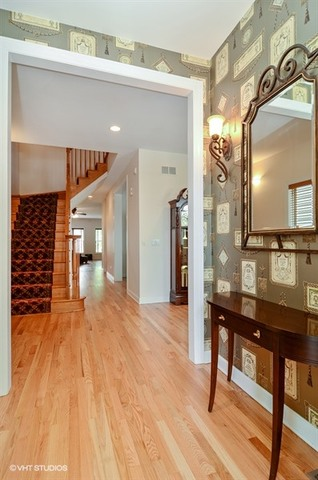 Additional photo for property listing at 2459 West Grace Street 2459 West Grace Street Chicago, Illinois,60618 Estados Unidos