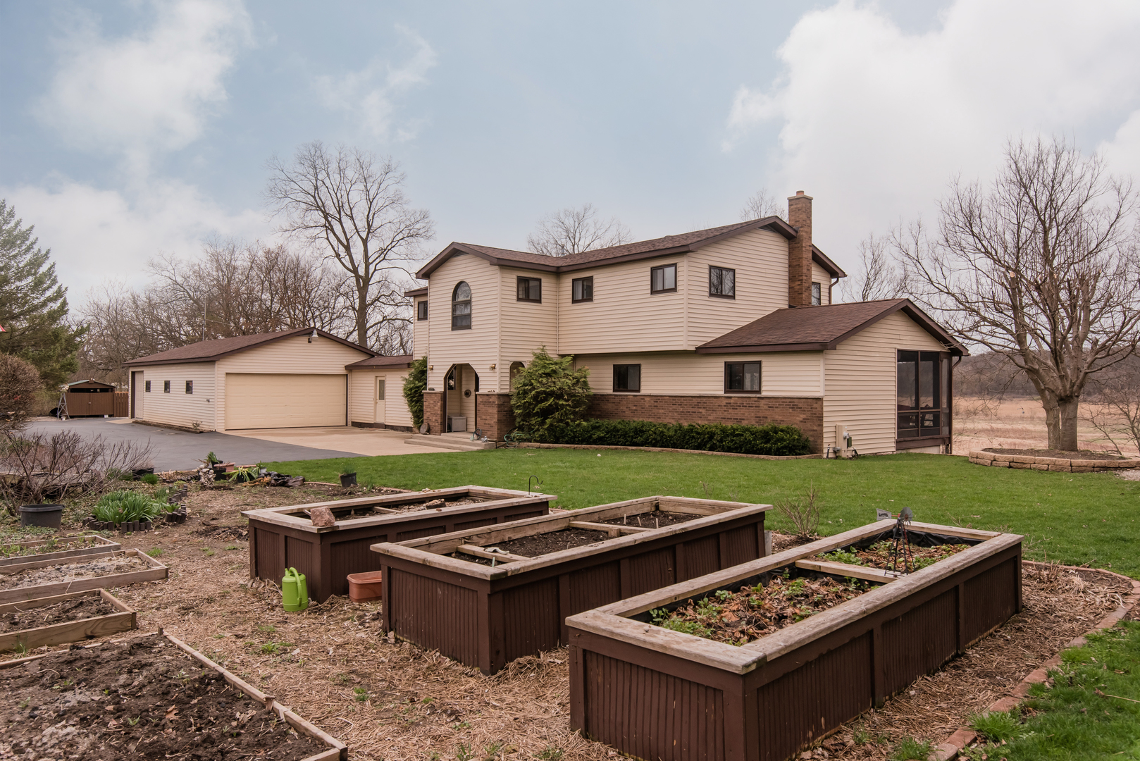 909 Nippersink Road, Spring Grove, Illinois 60081