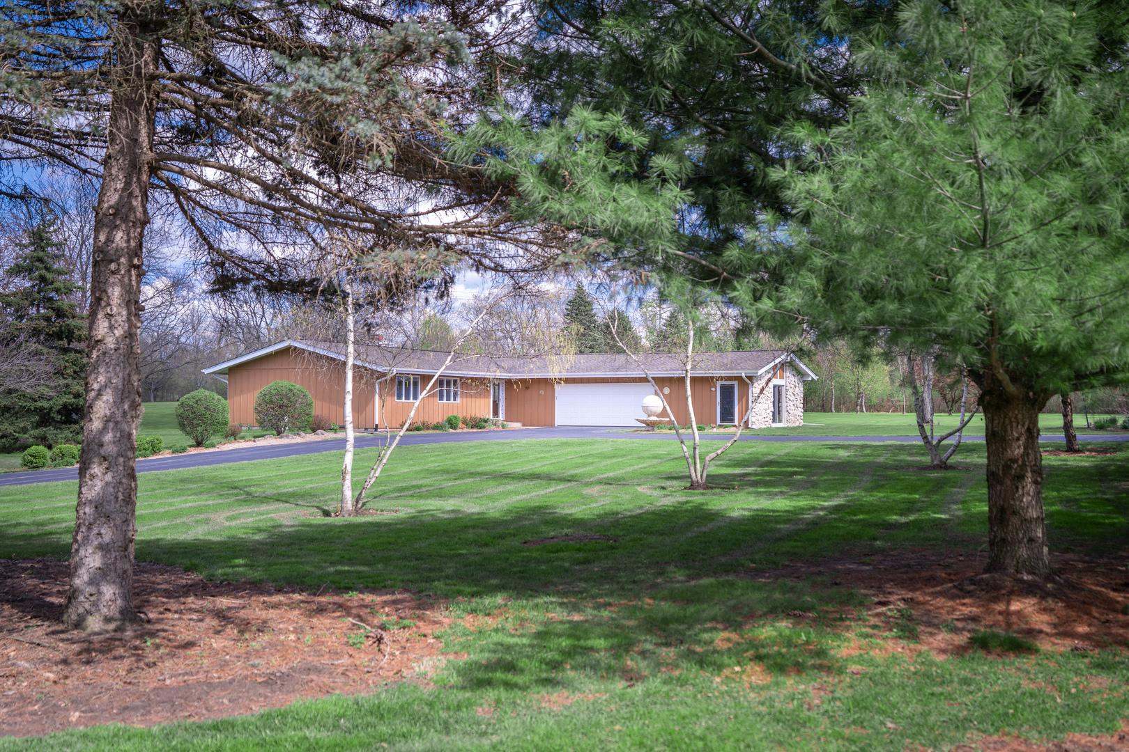 40 Royal Way, Barrington Hills, Illinois 60010