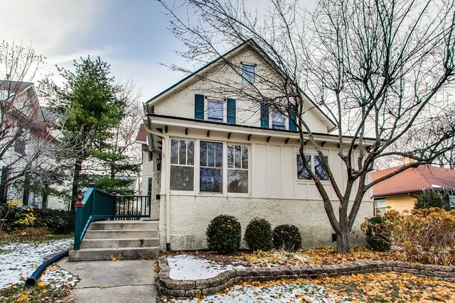 207 4th Street, Libertyville, Illinois 60048