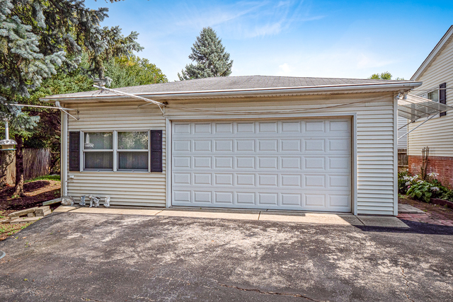 858 North, Des Plaines, Illinois, 60016
