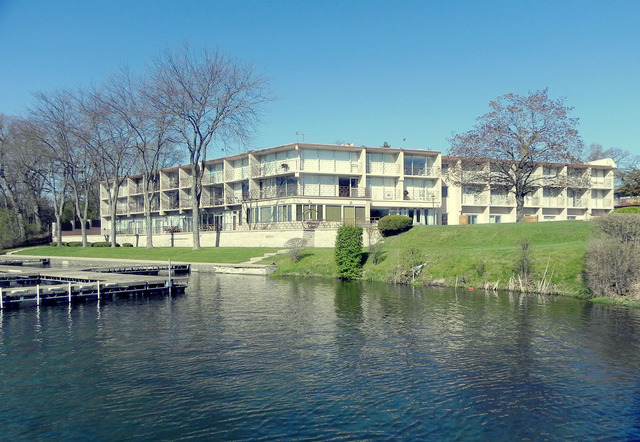 3405 S Browns Lake Drive 13-14, Burlington, WI 53105